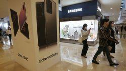 Ook Samsung levert volgend jaar bij sommige smartphones geen lader mee