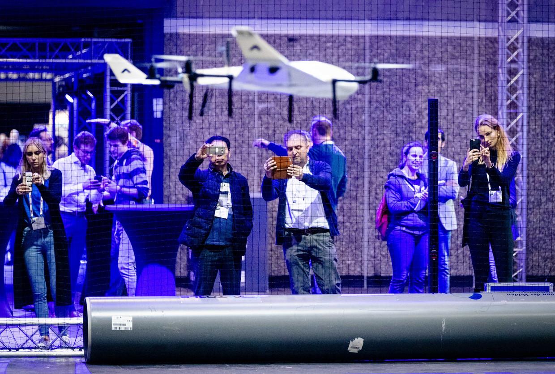 Testvlucht van een medische drone die bloed en medicijnen moet gaan vervoeren.