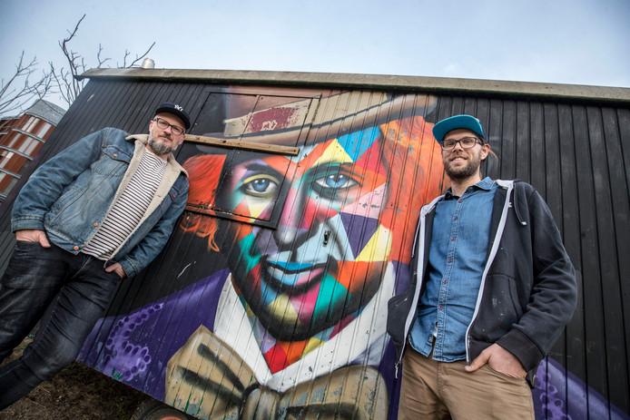 André Merlijn en Sjoerd Krijns (rechts) van graffiticollectief Straatkapers.