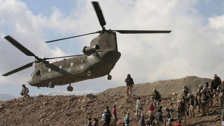 Een Chinook helikopter van het Amerikaanse leger in Afghanistan. Beeld null