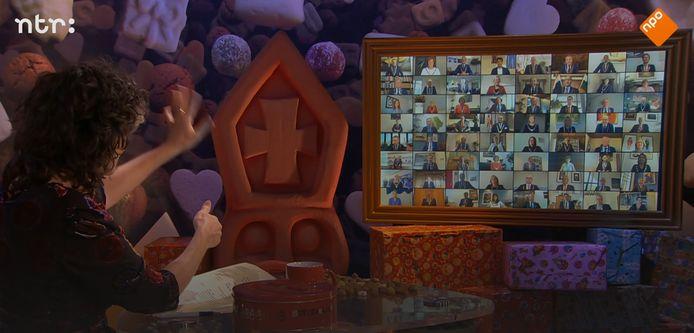 Presentatrice Dieuwertje Blok zwaait naar een aantal van de 344 burgemeesters die wél meedoen aan het Sinterklaasjournaal.