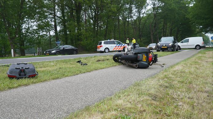 De Holterweg bij Bathmen (N344) is dinsdagochtend ook afgesloten na een ongeval met een motorrijder.