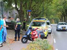 Scooter en fiets botsen frontaal in Hoogland