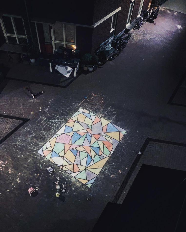 In de Houthavens, Amsterdam werd vorige week  dit grote stoepkrijtkunstwerk gemaakt. Beeld Aleid van der Heiden