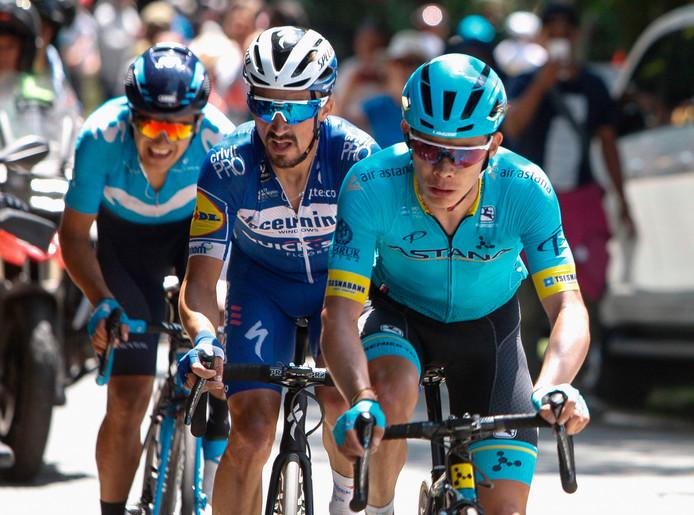 Miguel Angel Lopez (voorgrond) grijpt de macht in de laatste etappe van de Ronde van Colombia.