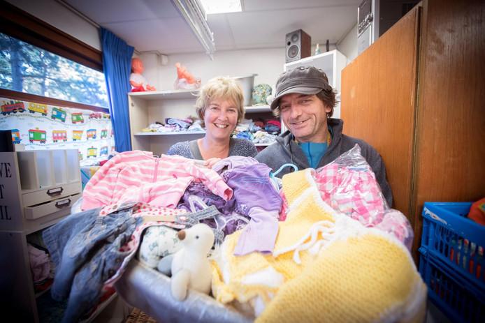 Mea Strijker en Jantje Paasman in de weggeefkraamkamer.