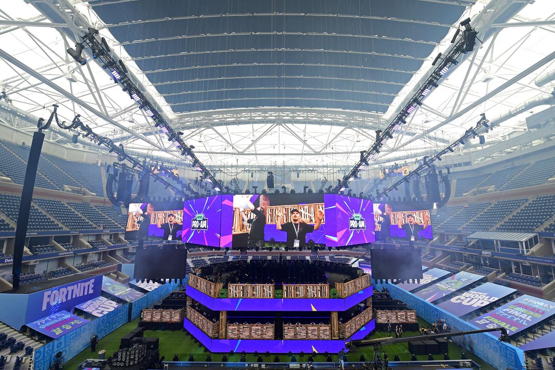 Het Arthur Ashe Stadium, dat volgende maand tennissterren zoals Roger Federer en Serena Williams ontvangt, werd voor de gelegenheid omgebouwd tot een spectaculaire Fortnite gaming-arena