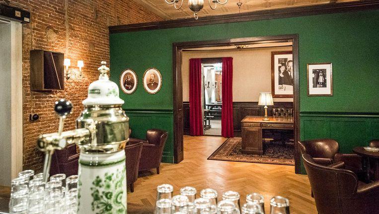 De bar ziet er hetzelfde uit als die in Oost, met veel bieren en glazen in het zicht Beeld Dingena Mol