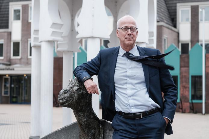 Arend van Hout burgemeester van Westervoort.