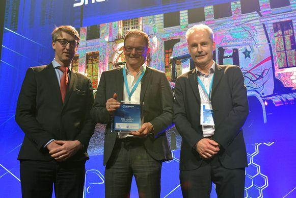 Geert Snel (midden) kreeg de trofee van Transporteur van het Jaar.