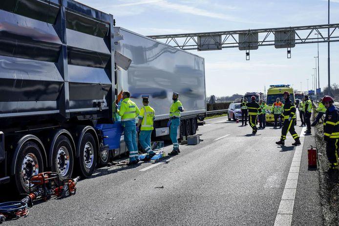 Ongeluk op A27 bij Nieuwendijk.