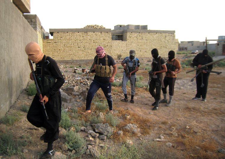 ISIS-strijders in hun bolwerk Falluja, dat ze in januari van dit jaar veroverden. Beeld null