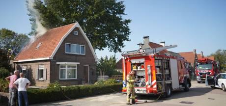 Brand in dak van woning in Herwen snel bedwongen