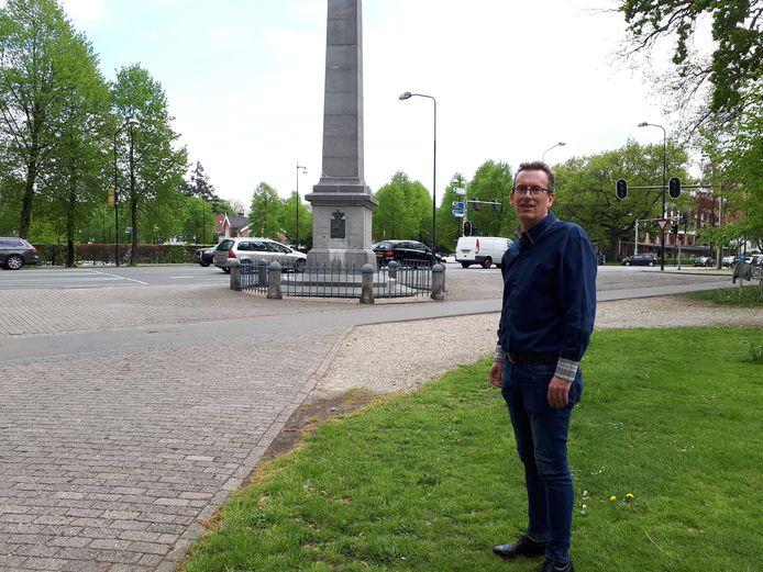 Jeroen Pol bij de Naald in Apeldoorn, waar hij met bovenstaande video verslag deed van de situatie.