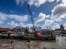 Uitbaggeren verontreinigde bodem Buitenhaven Kampen hervat