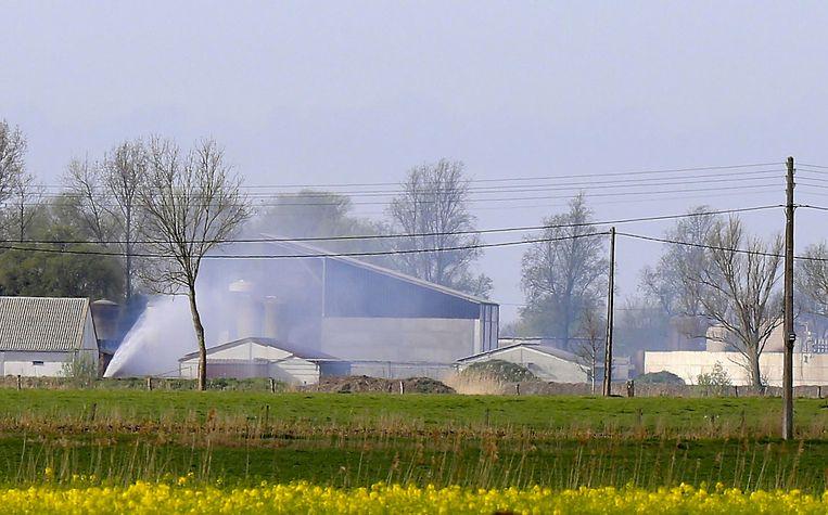Er wordt verneveld om de giftige gassen neer te slaan.