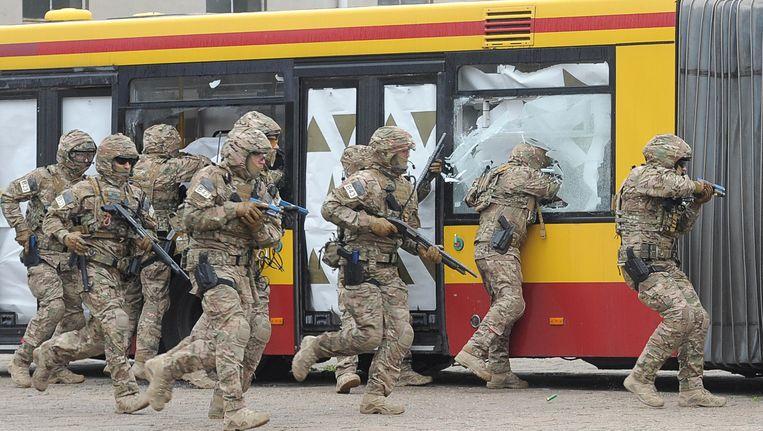 Poolse militairen tijdens een oefening, ter voorbereiding op de NAVO-top in Warschau Beeld ap
