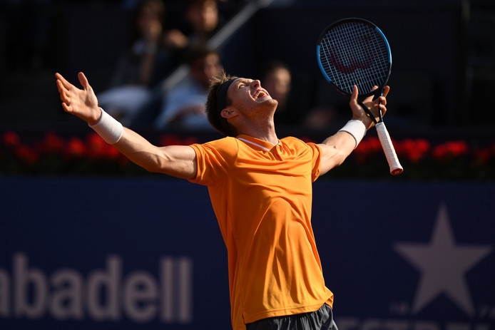 Nicolás Jarry viert zijn overwinning op Alexander Zverev.