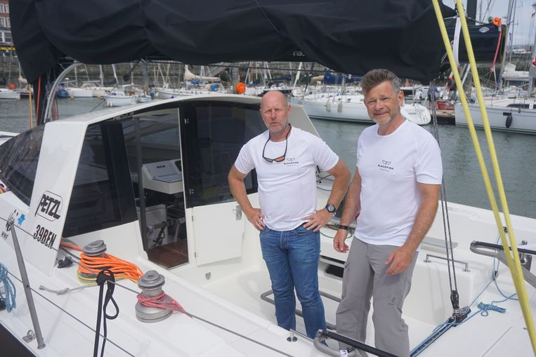 Peter Luyckx (rechts) en co-skipper Ian Trouwen op de Blackfish