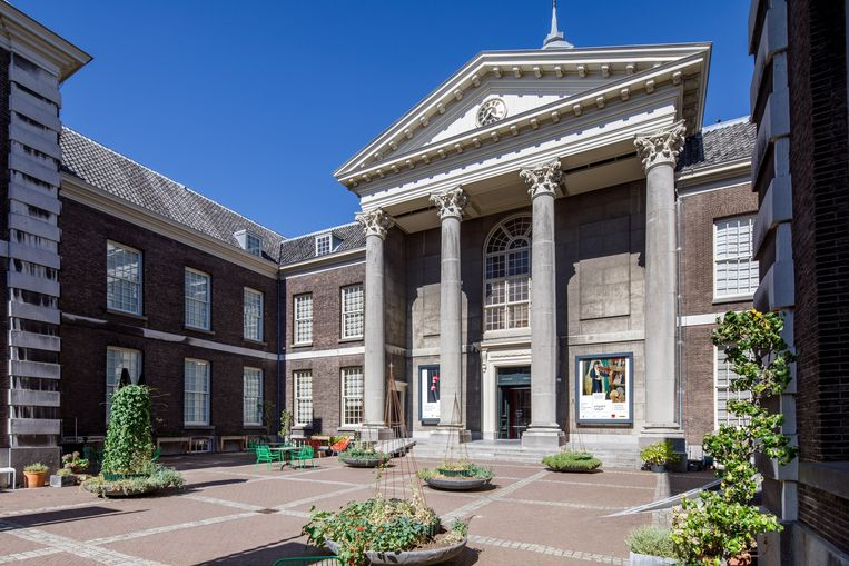 Het plein voor het Stedelijk Museum Schiedam. Beeld Aad Hoogendoorn / Stedelijk Museum Schiedam