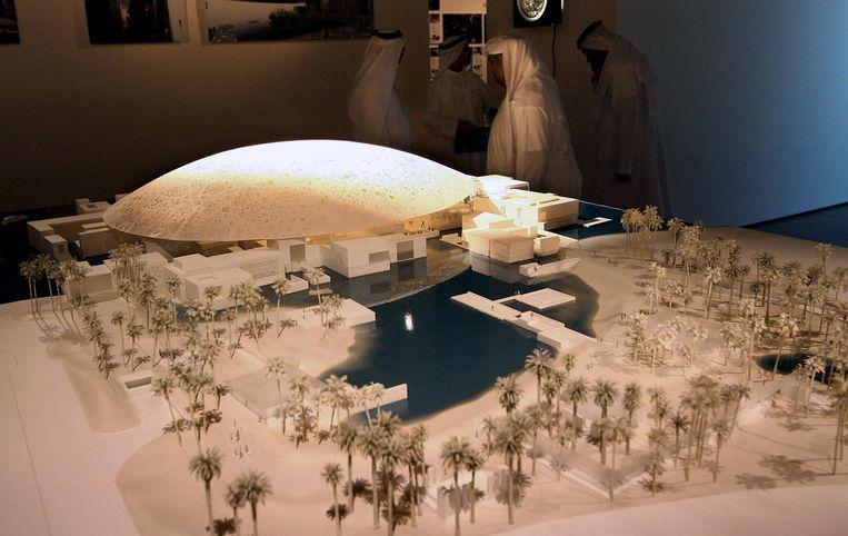 Schaalmodel uit 2007 van het museum in Abu Dhabi Beeld afp