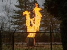 Metershoge vlammen langs de A58 bij Goirle