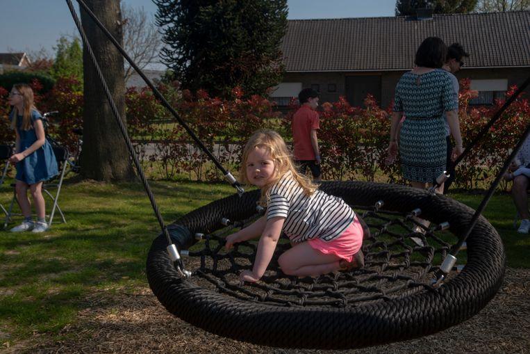 Opening nieuw speelpein op Scheldebrugplein in Wichelen.
