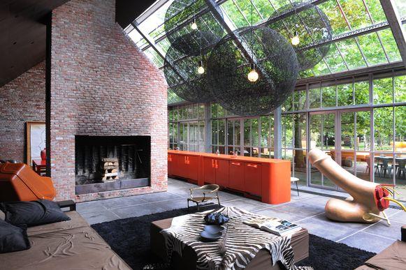 De woning in Meer van Hans en Swan is een mengeling van een eigenzinnig interieur in een eeuwenoude hoeve.