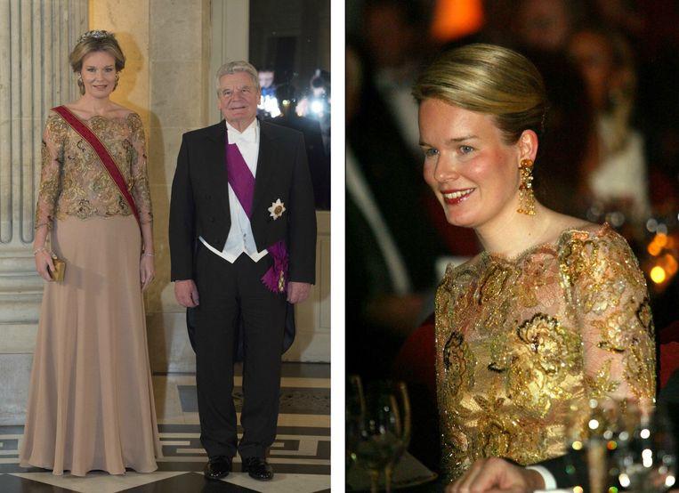 Doorzichtige top met gouden accenten in Brussel, maart 2016 (links) / een economische missie in Polen, november 2003 (rechts)