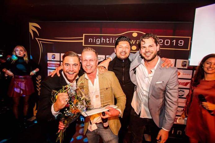 Nightlife Award voor café 't Lempke op Stratumseind. Tom van Brussel (tweede van rechts) is trots op zijn zaak.