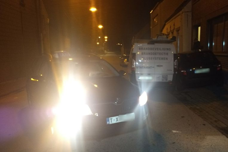 De taxi die richting Smetlede reed, ging uit de bocht toen de chauffeur de controle over het stuur verloor.
