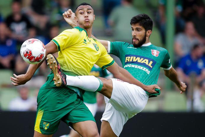Fabian de Abreu, één van de zekerheidjes bij FC Dordrecht, ruimt op voor drievoudig Norwich-schutter Adam Idah.