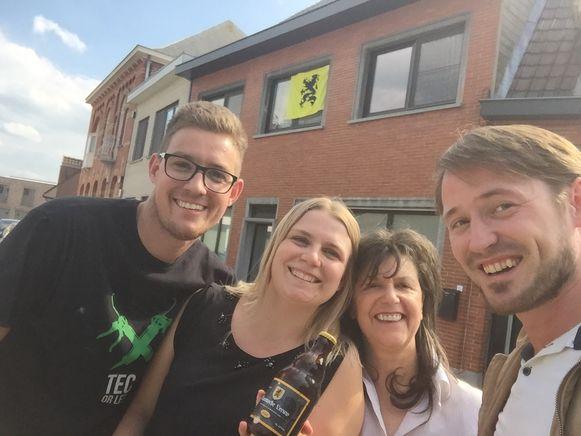 N-VA Wingene-Zwevezele deelt net als vorig jaar gratis bier uit aan wie op 11 juli de leeuwenvlag uithangt