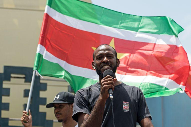 Curtis Hofwijks tijdens een recente protestmars in Paramaribo Beeld Pieter Van Maele