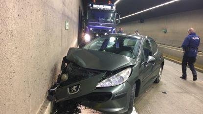 Tunnel E403 deels versperd na ongeval