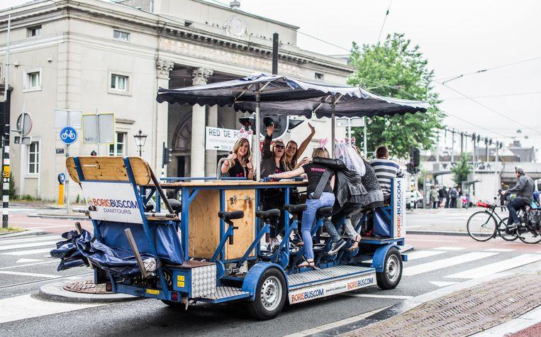 De bierfiets in Amsterdam. Beeld Eva Plevier