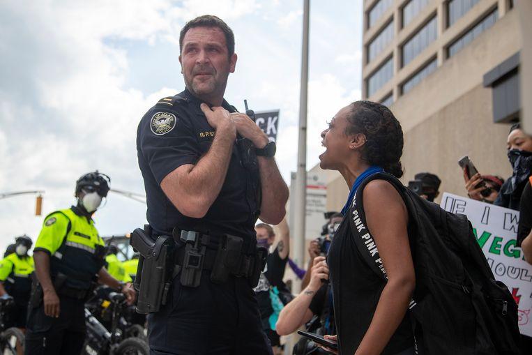 De politie zette in Atlanta pepperspray in, waar zowel demonstranten als agenten door bedwelmd raakten. (29/05/2020)