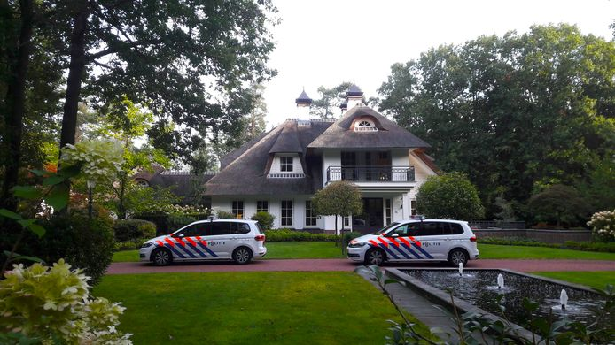 De villa in Beekbergen waar een overval werd gepleegd.
