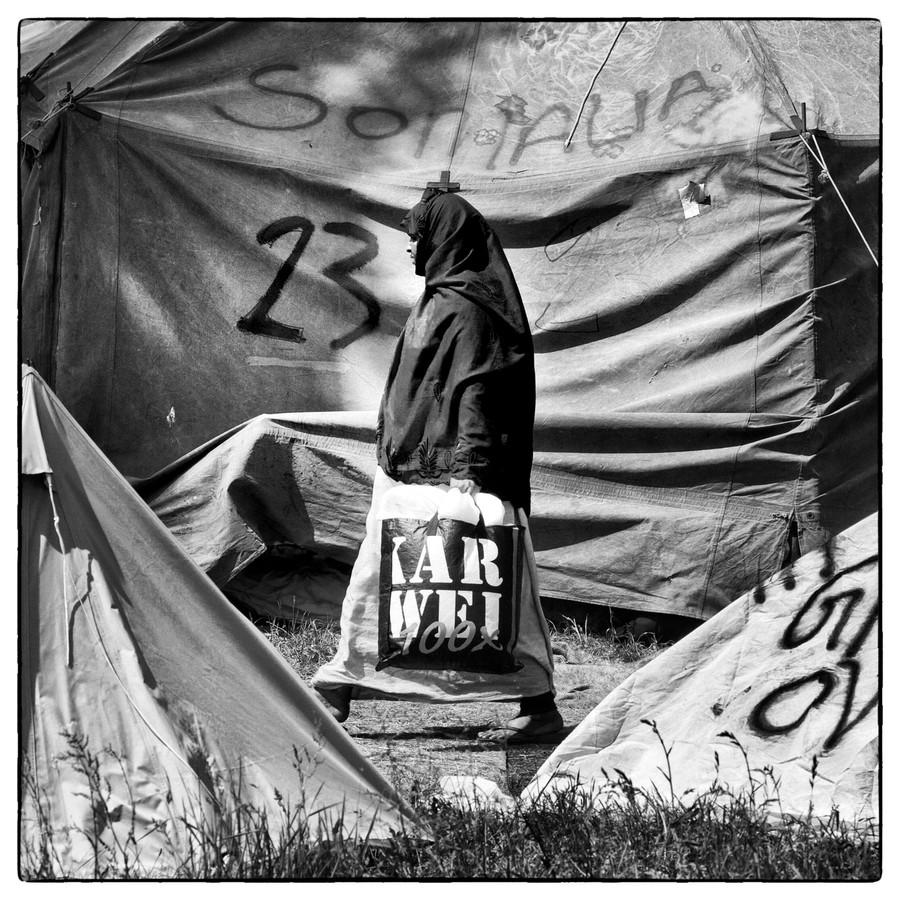 Uitgeprocedeerde asielzoekers in Ter Apel: veel mensen mogen niet blijven, maar vertrekken ook niet.