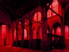 Rechtszaak om permanent rood raam Oude Kerk