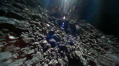 Duits-Franse sonde vergezelt Japanse rovers op asteroïde, doorgestuurde foto's zijn magisch