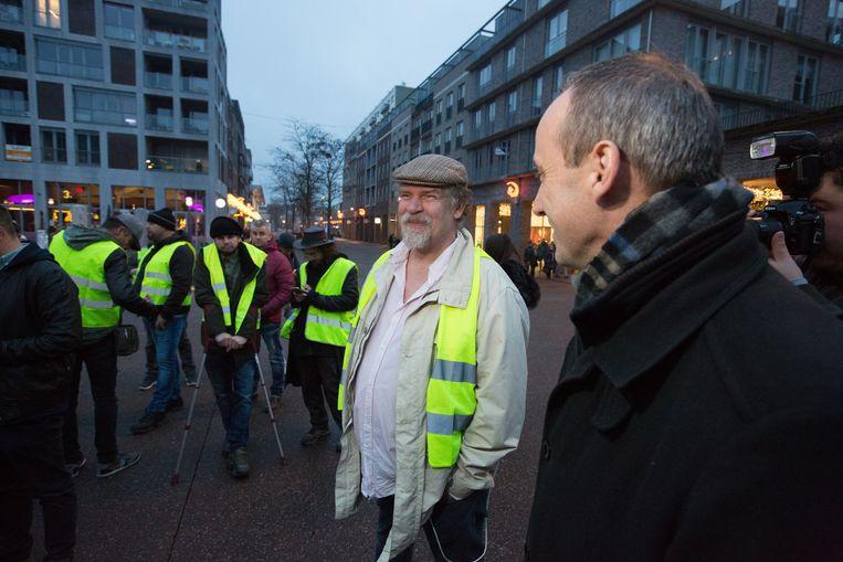 Marko Kleijn, oprichter van de Facebookgroep 'Leg Vlaanderen Plat', met de Genkse burgemeester Wim Dries.