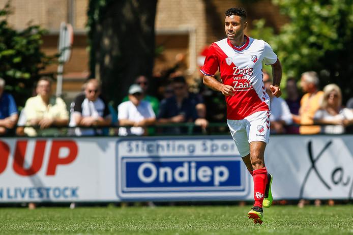 Anouar Kali Anouar eind juni in actie voor FC Utrecht tegen de amateurs van DHSC.