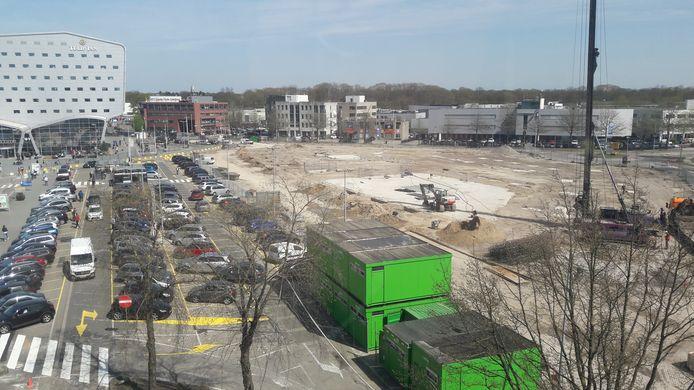 Bij Eindhoven Airport is de herbouw van de vorig jaar ingestorte parkeergarage begonnen. In juni 2019 moet de nieuwbouw opgeleverd worden.