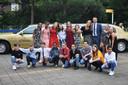 Kinderen uit groep 8 van De Wiekslag in Duiven werden dinsdagochtend met de limousine opgehaald.
