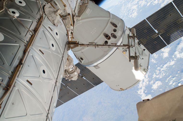 SpaceX Dragon gekoppeld aan de ISS.