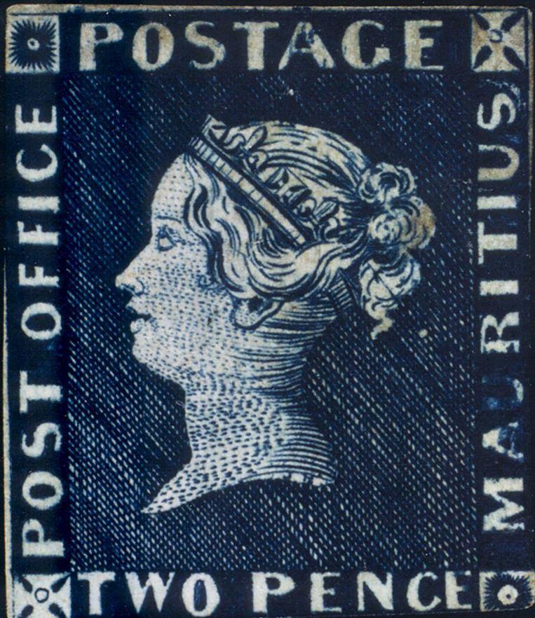 Van de Blauwe Mauritius (1847) zijn er wereldwijd vier ongebruikte exemplaren. Een werd geveild voor 1,2 miljoen euro. De vrouw van de gouverneur in Mauritius liet de zegel maken voor de invitatie voor een gekostumeerd bal. Beeld