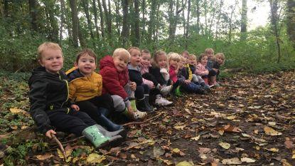 Eerste kleuterklassers 't Kapoentje trekken maandelijks naar het bos
