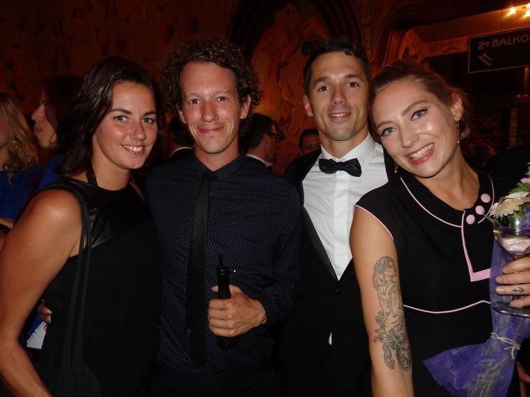 Charlotte Bergmans en Johan Nijhoff, vrienden van, en Boudewijn Rosenmuller, partner van scenarioschrijver Anne Barnhoorn (vlnr) Beeld Schuim