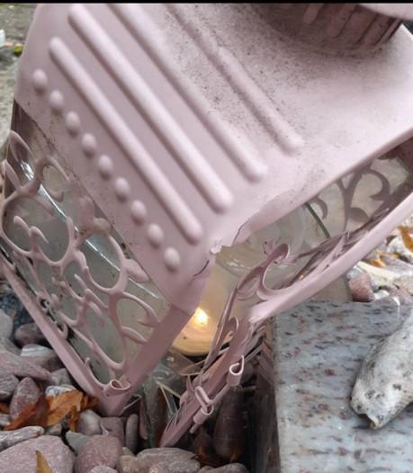 Knuffels weggenomen van kindergraf en lantaarn vernield op begraafplaats Hedel